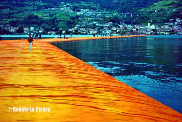 The Floating Piers all'alba